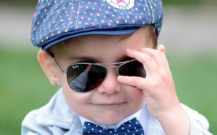 Εσείς φοράτε γυαλιά ηλίου στο παιδί σας  879dd6c765c